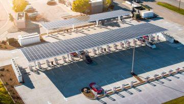 Photo of big Tesla Supercharger station from Electrek